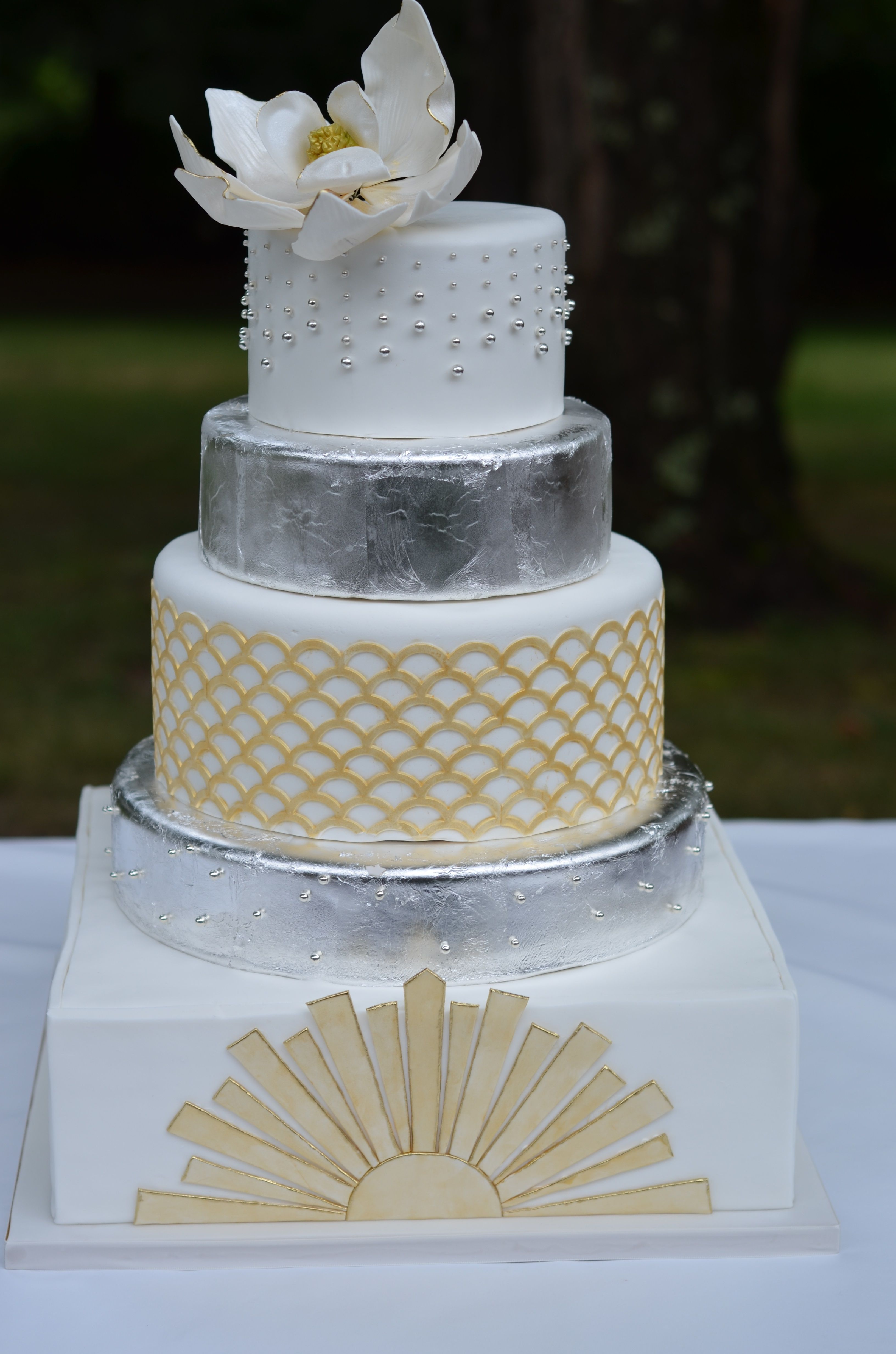 Round Wedding Cakes Great Gatsby wedding cake with sugar
