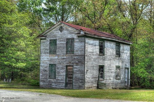 old building behind first shiloh baptist church in mechanicsville