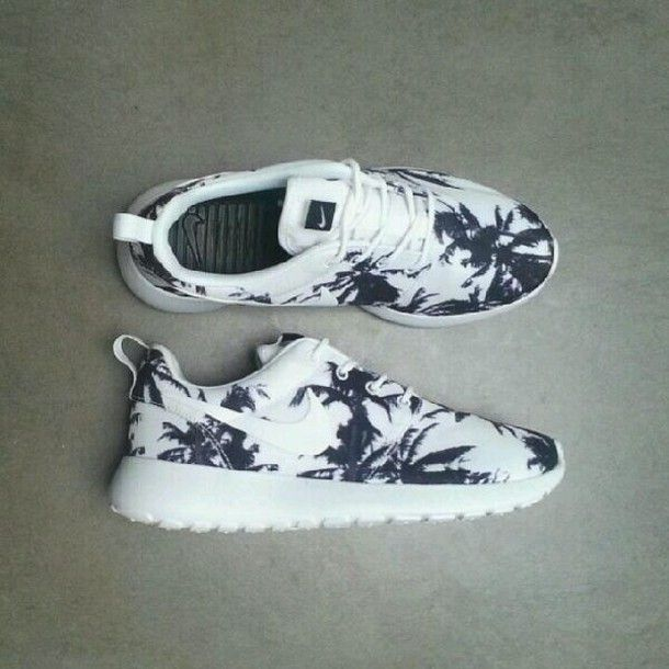 Palm tree printed #sneakers | 》nike</p>                     </div> 		  <!--bof Product URL --> 										<!--eof Product URL --> 					<!--bof Quantity Discounts table --> 											<!--eof Quantity Discounts table --> 				</div> 				                       			</dd> 						<dt class=