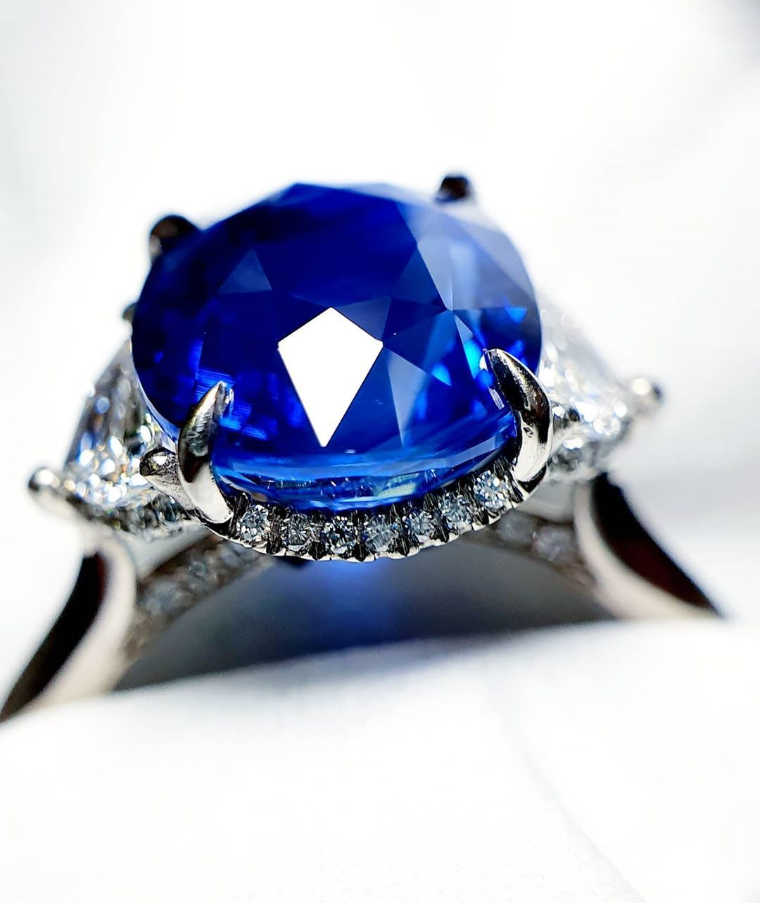 My Craft jewellery Art It's All About The Details... 🐽🙃🎨💎💍 22:05:2020 #moment #feel #view #finejewelry #sydneylocal #handcraft  #girlsbestfriend #diamondring #arts  #cyberdiary  #whitediamond  #highjewelry  #handmadejewellery  #elegant  #dressring  #小玩意  #jewellery #classy #dailysnap #simplicity #sydneyjewellery  #jewelry #craft #artisanjewelry