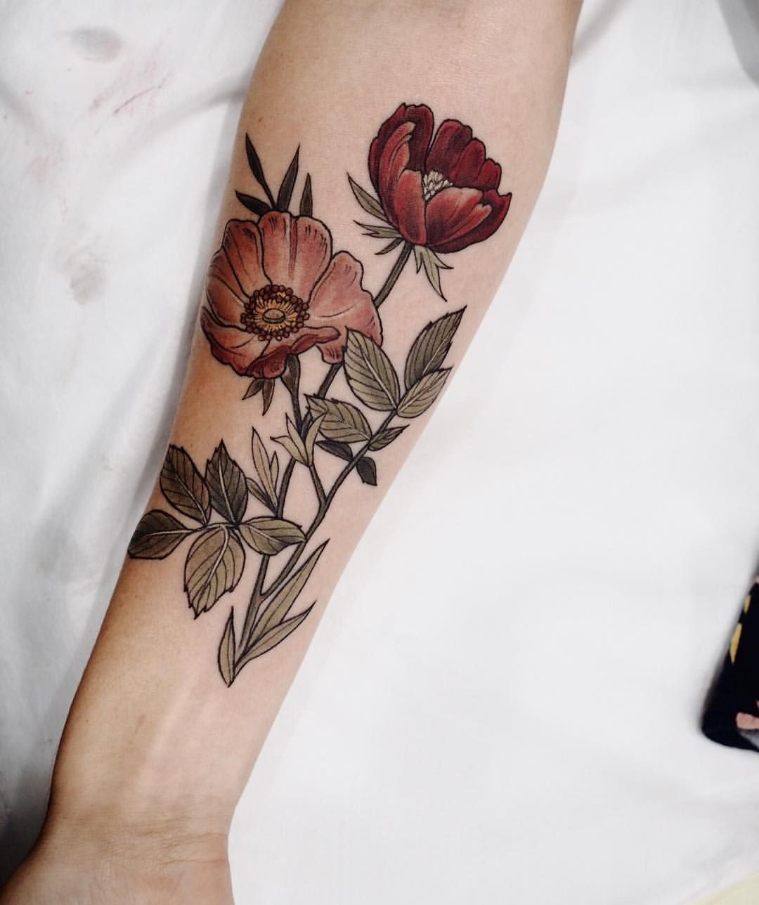 "c91cfc2d250f8 Sophia Baughan tattoo ""Wild rose and poppy "" | Body Art | Bouquet ..."