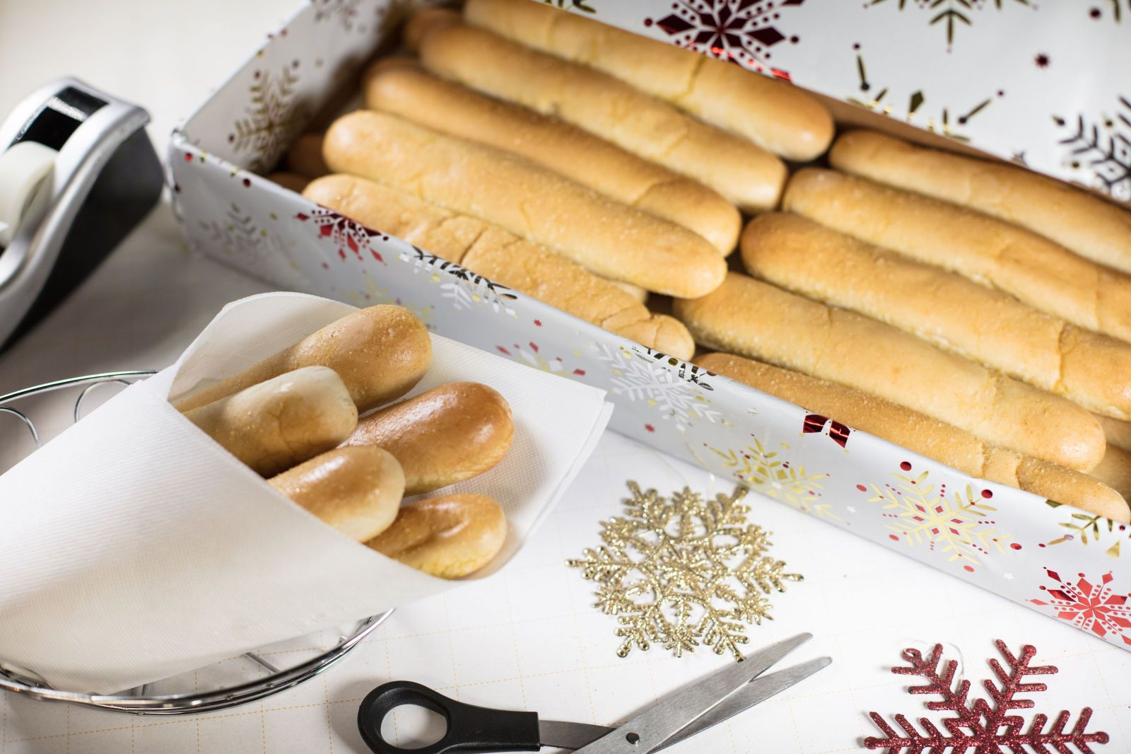 olive garden wants you to give the gift of breadsticks this year food holiday christmas shopping gifts wishlist ideas inspiration forkyeah - Olive Garden Christmas Hours