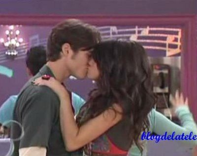 The Wizard Of Waverly Place Alex And Dean Kissing Scene Wizards