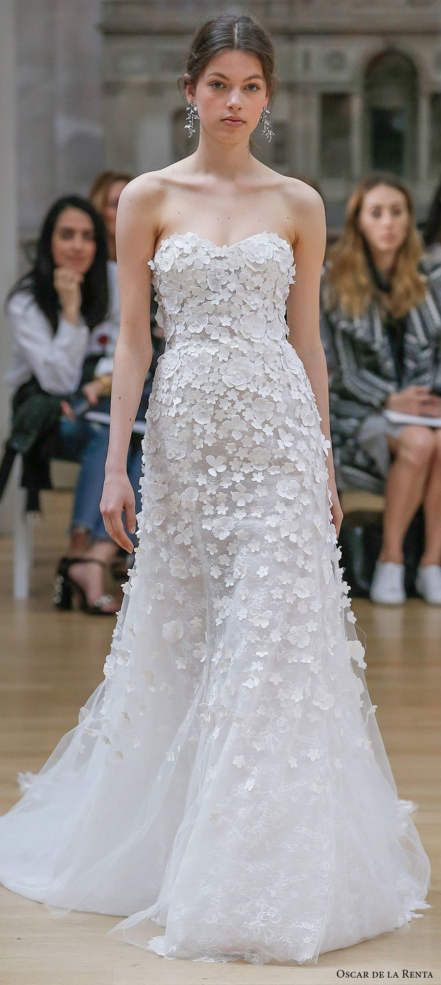 Oscar de la renta spring 2018 wedding dresses new york bridal oscar de la renta spring 2018 bridal strapless sweetheart neckline heavily embellished bodice romantic a line wedding dress chapel train 15 mv oscar de junglespirit Gallery