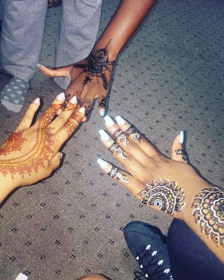 Black Henna Design Outline With White Henna Ang Gold Glitter