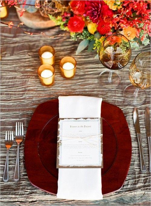 Tischdeko Hochzeit Herbst Roter Teller Goldene Kerzenhalter