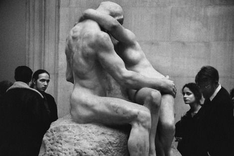 Elliott Erwitt, Tate Gallery,  London, 1993 on ArtStack #elliott-erwitt #art