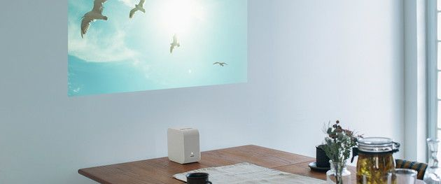 ソニーの超短焦点小型プロジェクター Lspx P1 2月13日発売 投影距離わずか数センチ 机や床もディスプレイに Engadget 日本版 8畳 インテリア インテリア プロジェクター