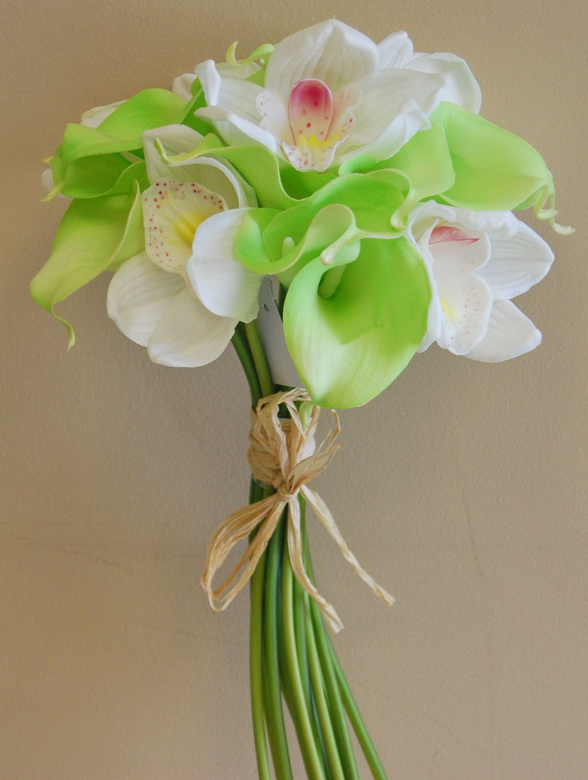 Wb183wg real touch calla lily cymbidium orchid bouquet white wb183wg real touch calla lily cymbidium orchid bouquet white green izmirmasajfo