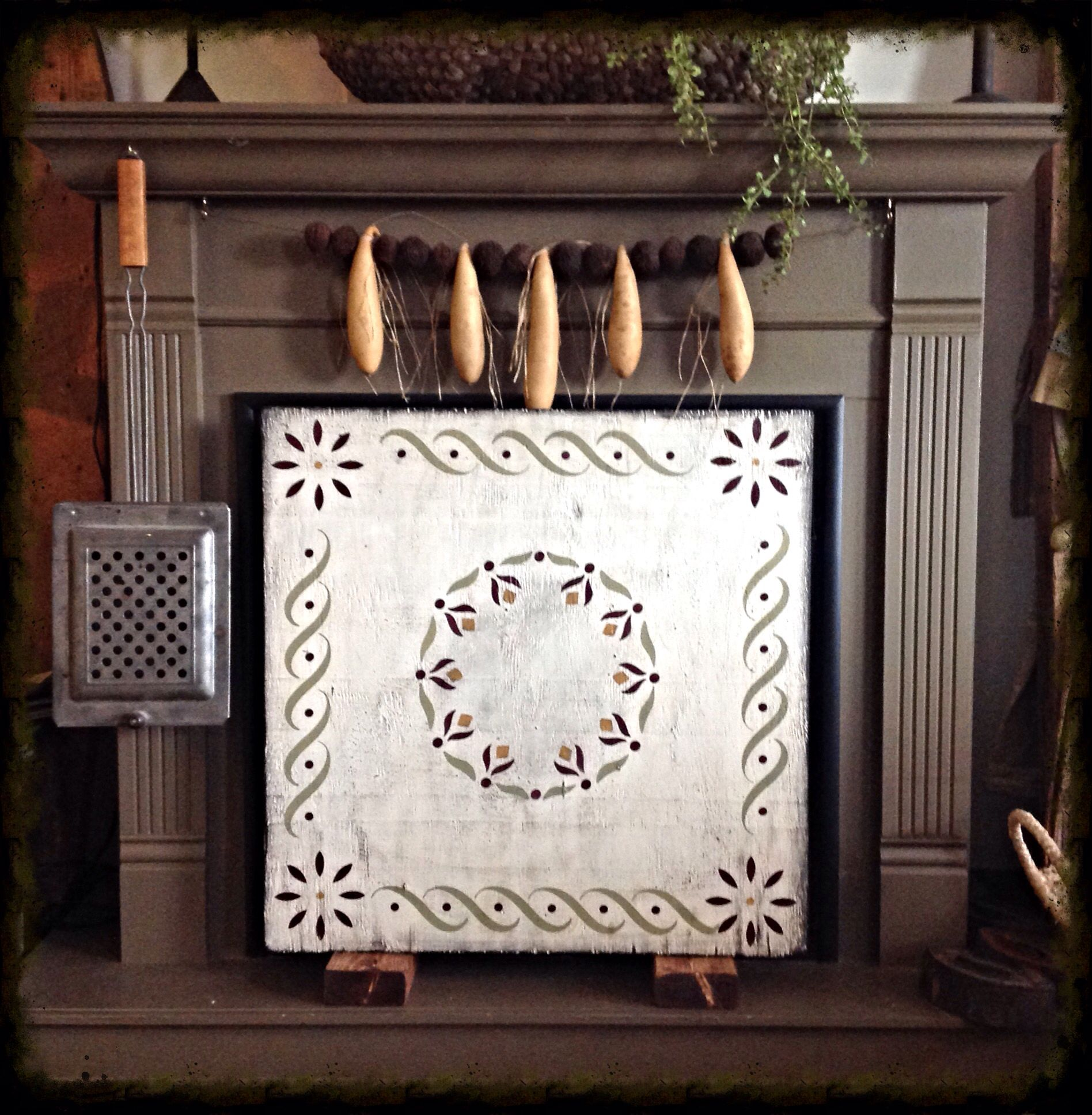 made this primitive colonial fireplace screen our little prim home