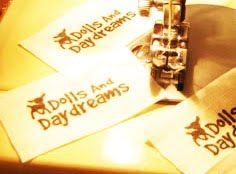 * Muñecas y Daydreams - Muñeca Y Softie Modelos de costura del PDF: Tela Tutorial Label: Hecho de las Cosas En Su despensa!