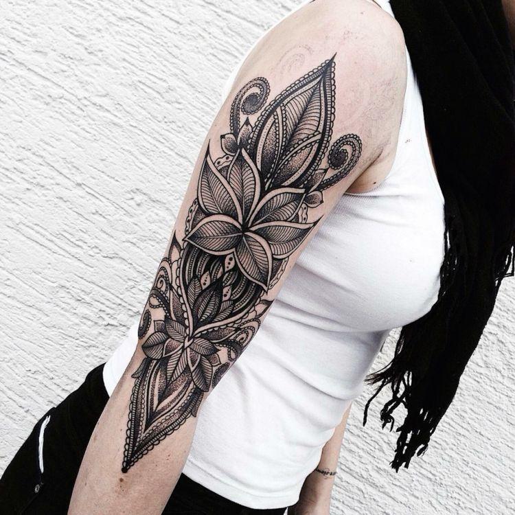 Tattoo am Oberarm - 50 Ideen für Männer und Frauen