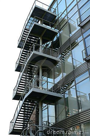 Escaleras de acero exteriores escaleras diferentes usos for Escaleras exteriores