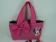 Bolsa Minnie Rosa Feita em tecido na cor pink com bolinhas brancas ... 0ec85aad4ea