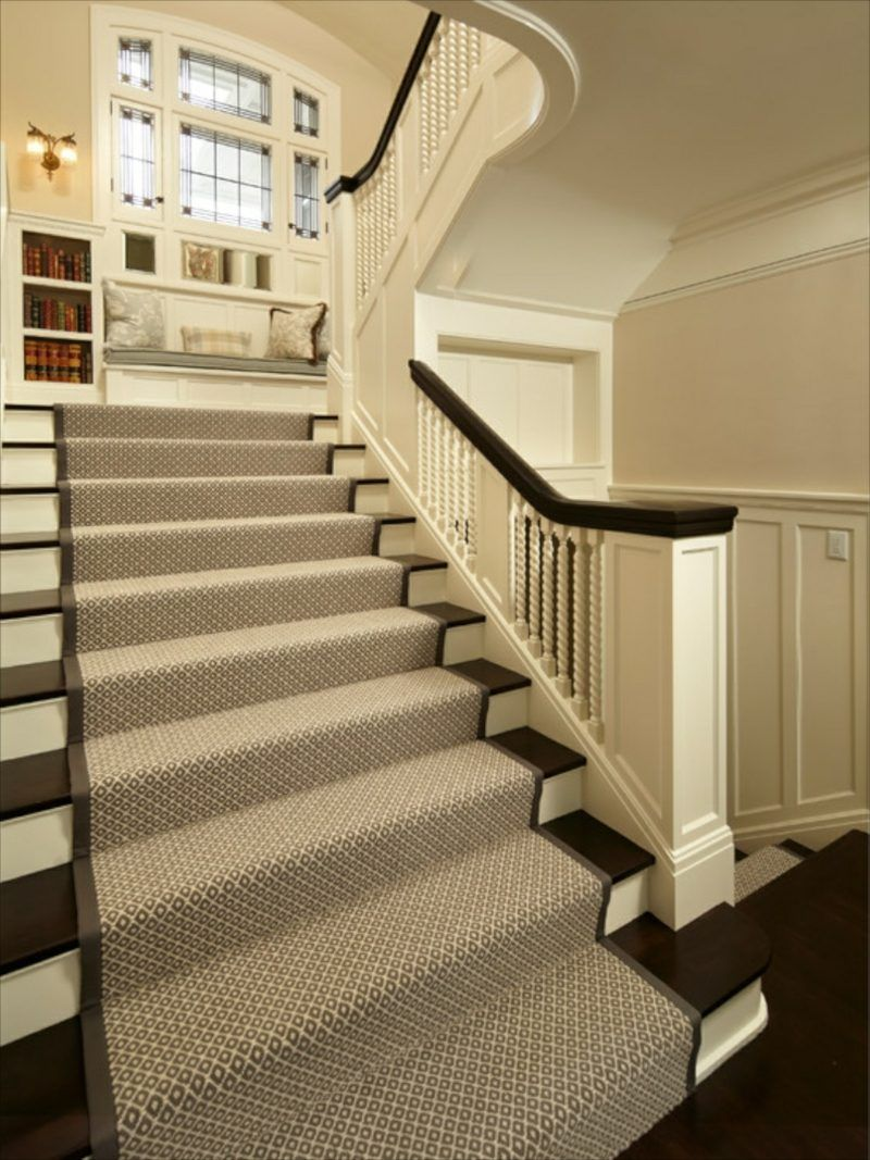 Der Treppenteppich Als Akzent Im Eingangsbereich Bodenbelag Kreativeideen Teppichmodern Verlegen Rotertep Striped Stair Runner Stairs Design Modern Stairs