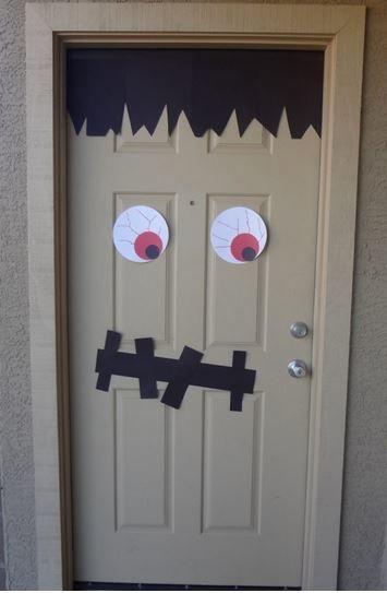 Decorar puerta para halloween fiaste de tomas for Puerta en ingles