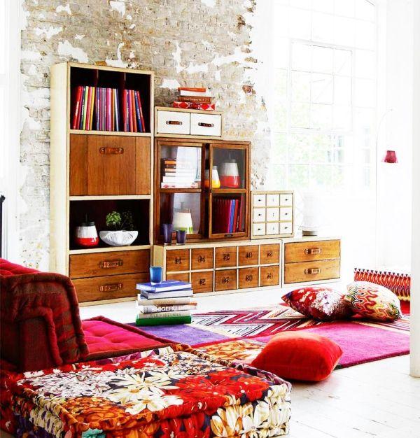 Http Www Lihat Co Id Wp Content Uploads 2016 08 Desain Ruang Tamu Kecil Lesehan Dengan Rak Buku Jpg Bohemian Decor Pinterest Red Interior Design