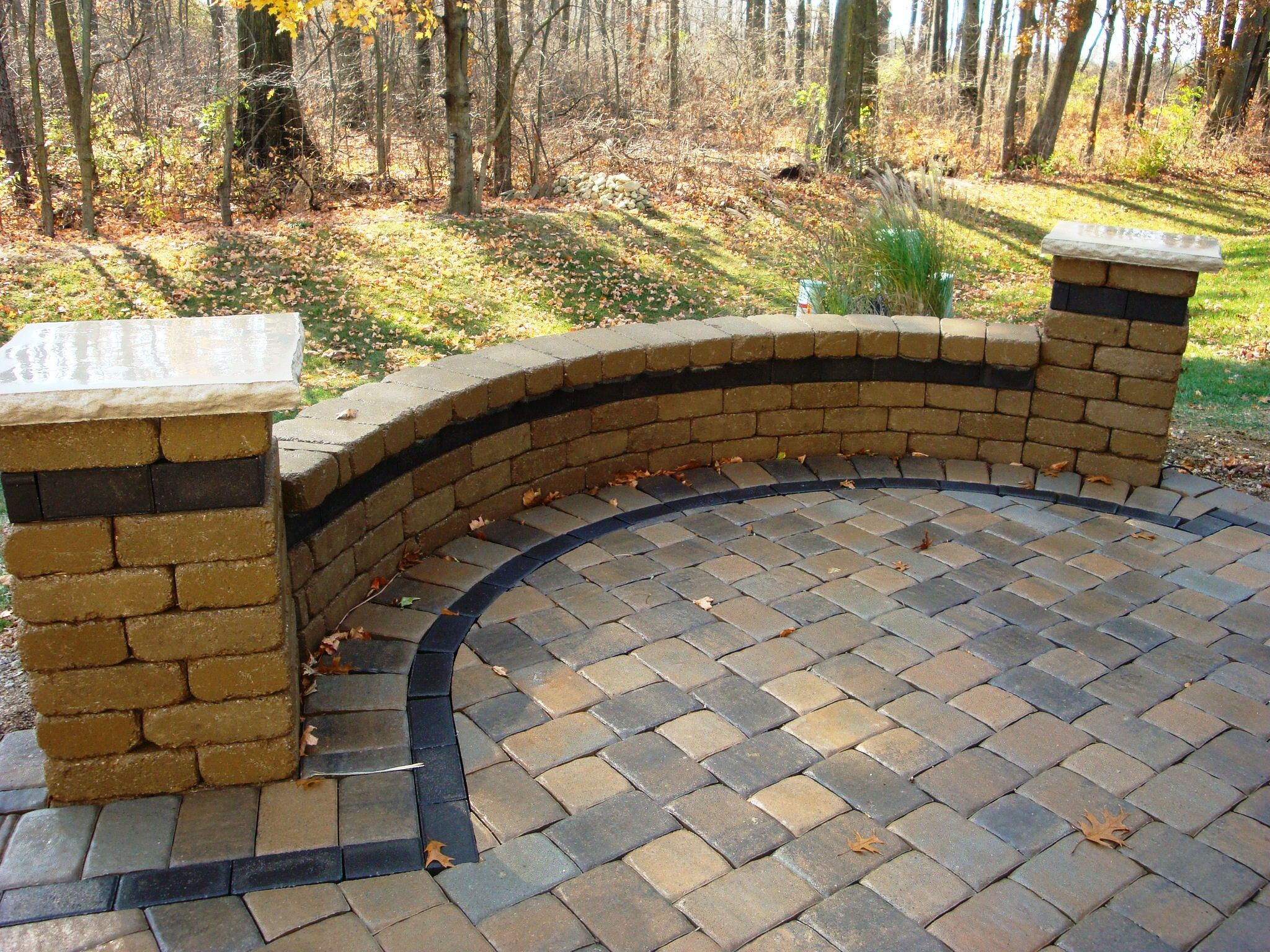 Seat Wall With Unilock Camelot Paver Field And Charcoal Hollandstone Banding