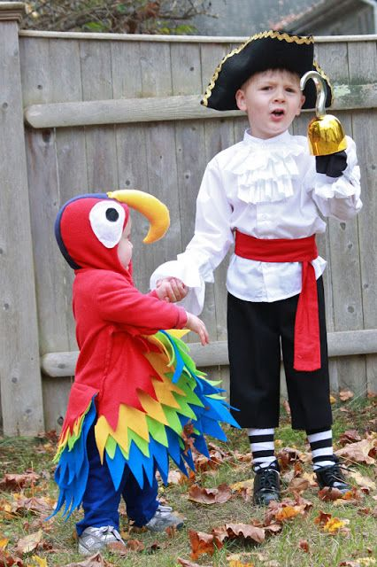 Nap Time Notes DIY Pirate and Parrot Costumes halloween- couples