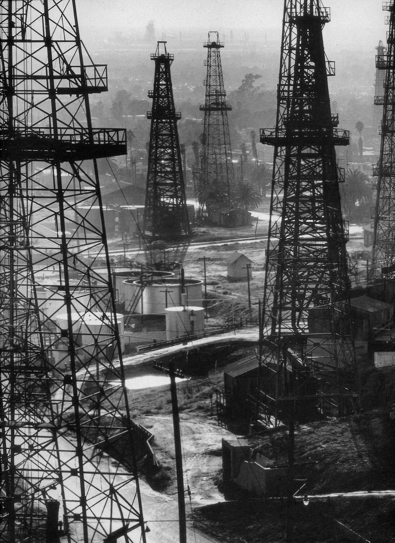 Andreas feininger oil rigs on signal hill near long