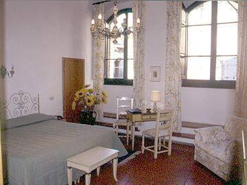 Hotel la Cisterna, San Giminiano, Tuscany - www.hotelcisterna.it