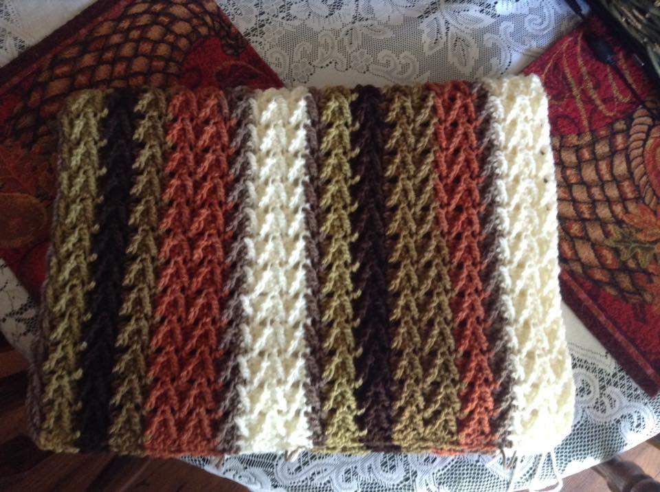 862173f6e04f Arrowhead stitch. Hobby Lobby Yarn Bee Sugarwheel yarn mixed with cream.
