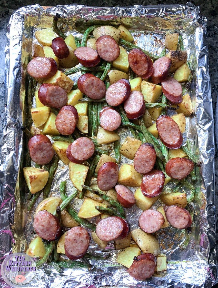 Photo of Kielbasa ahumada en sartén con patatas con hierbas y judías verdes