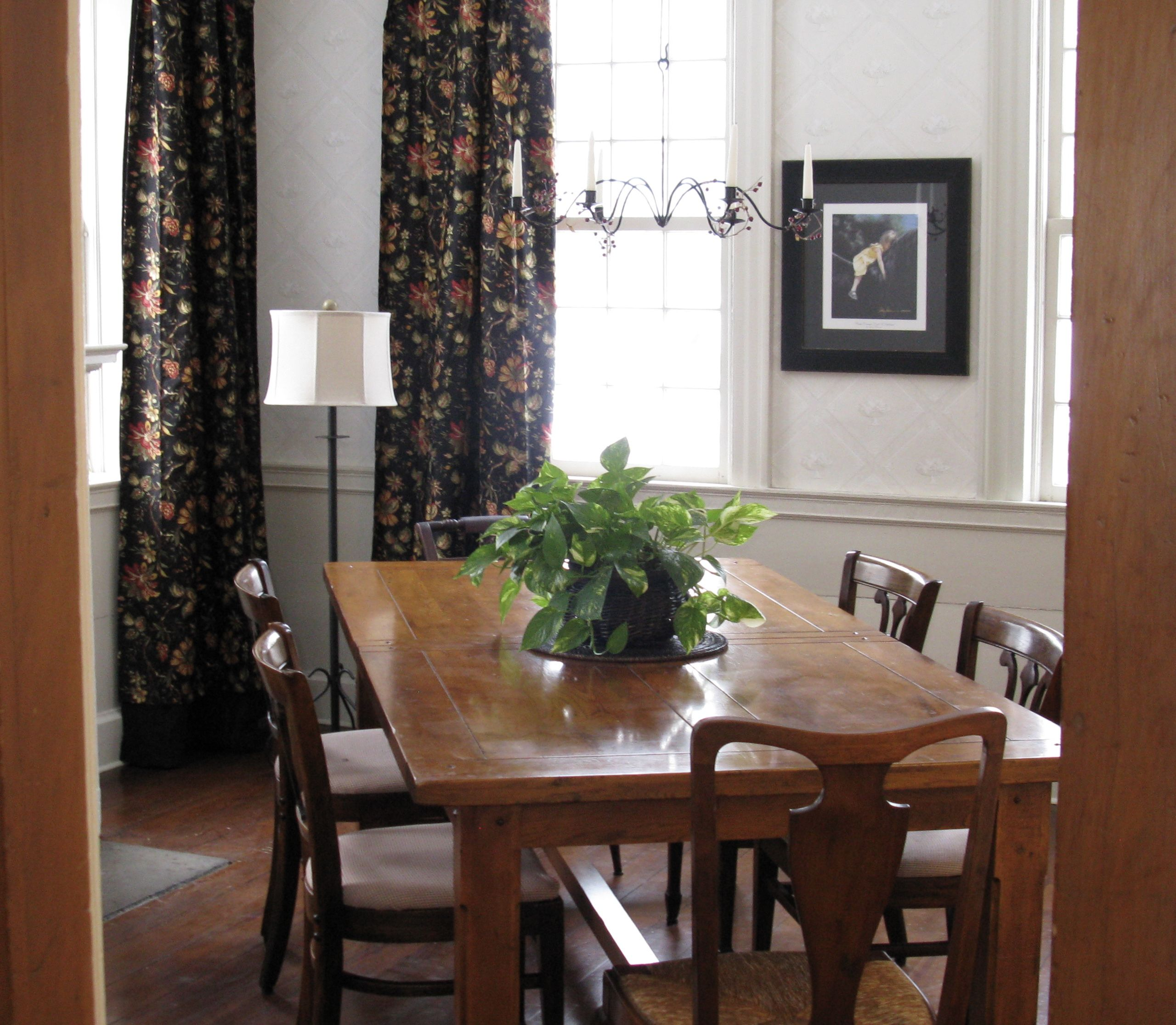 Dining Room Farmhouse Drapeswallpapercandle Chandelierwainscot