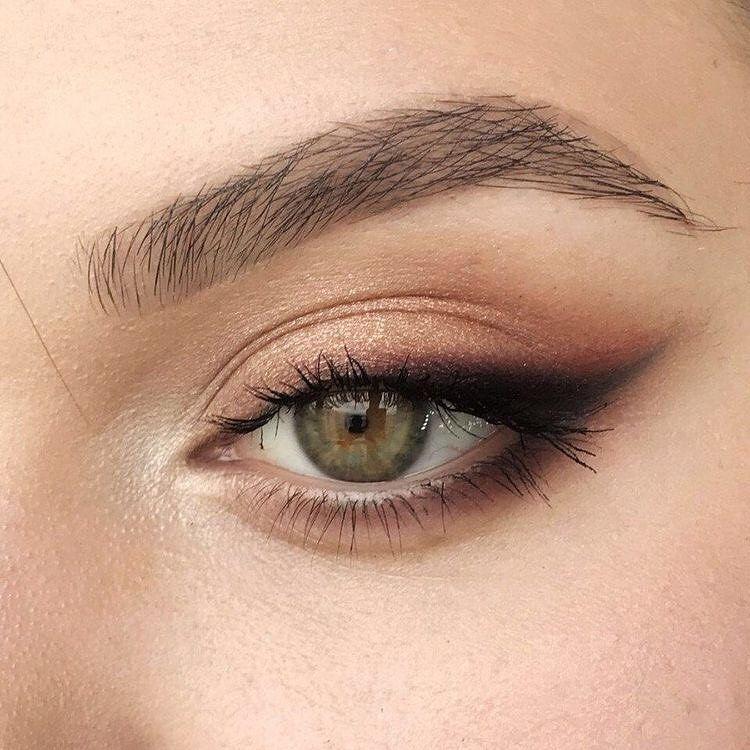 Sicherheitsüberprüfung erforderlich   – Eye Makeup