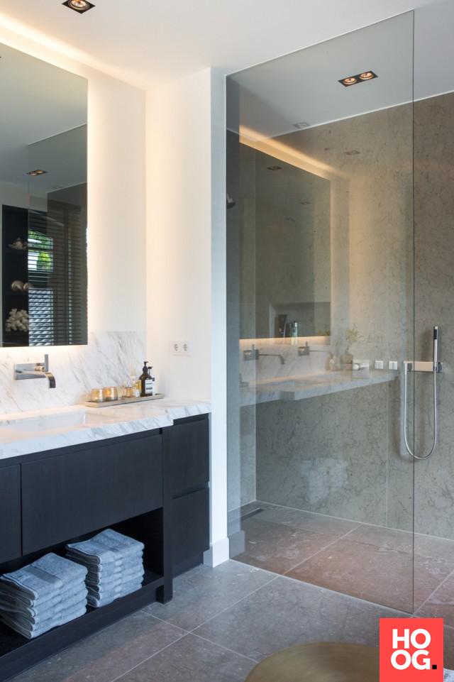 Badkamer design met luxe douche | badkamer ideeën | design badkamers ...