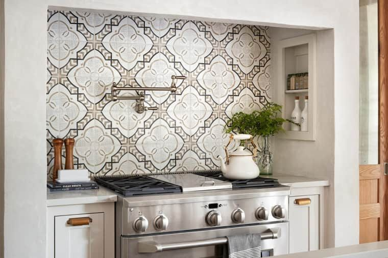 The 10 Most Brilliant Kitchen Ideas Chip And Joanna Ever Had On Fixer Upper Farmhouse Kitchen Backsplash Fixer Upper Kitchen Fixer Upper