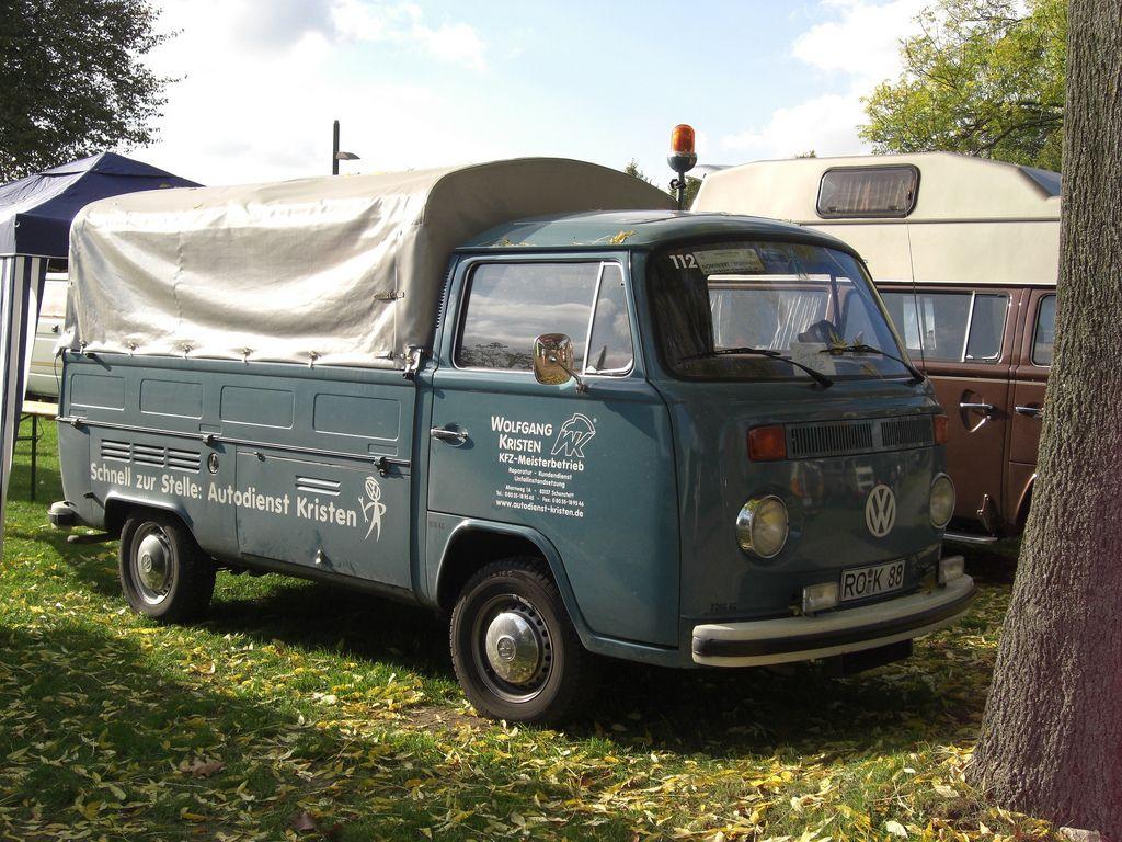 071006_60_Jahre_VW_Bus_460   by derfliegenkiller
