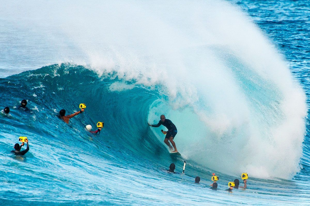 23aa558996 Kelly Slater plays to the crowd of surf photographers at Backdoor on Oahu s  North Shore