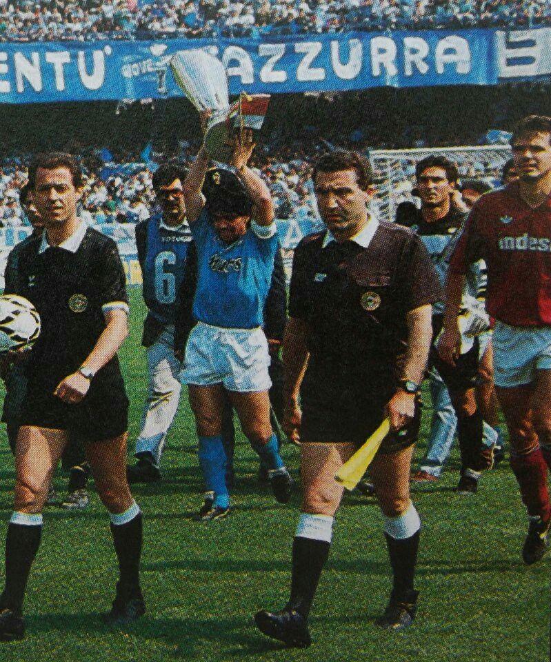 Bienvenida en el San Paolo con la copa UEFA 1989.