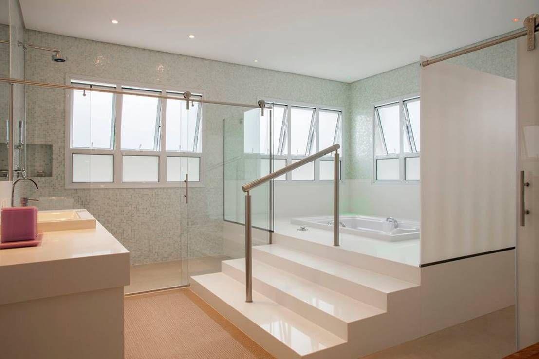 Casa - Praia de Tabatinga : Banheiros modernos por Hurban Liv Arquitetura & Interiores