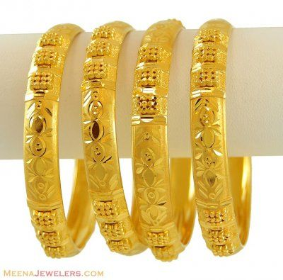 21k Gold Bangles Set Bast8755 21kt Gold Bangles Set Of 4 With Diamond Curs And Frosty Finish B Gold Bangle Set Gold Bangles Design Gold Ring Designs