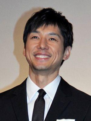 にっこり微笑む、西島秀俊さん