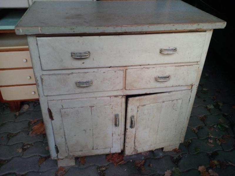 Hallo, zum Verkauf steht ein alter Schrank, Anrichte, Kommode ...