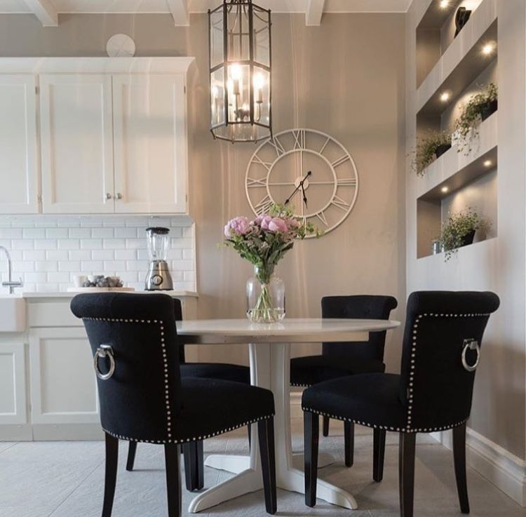 Room Kitchen, Interior Ideas, Round Dining Table, Armchairs, Dining Rooms,  Home Decor Ideas, Cuisine, Round Dining, Cucina