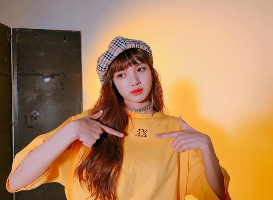 Lisa Is So Pretty She Can Step On Me Lisa Blackpink Jennie Jisoo