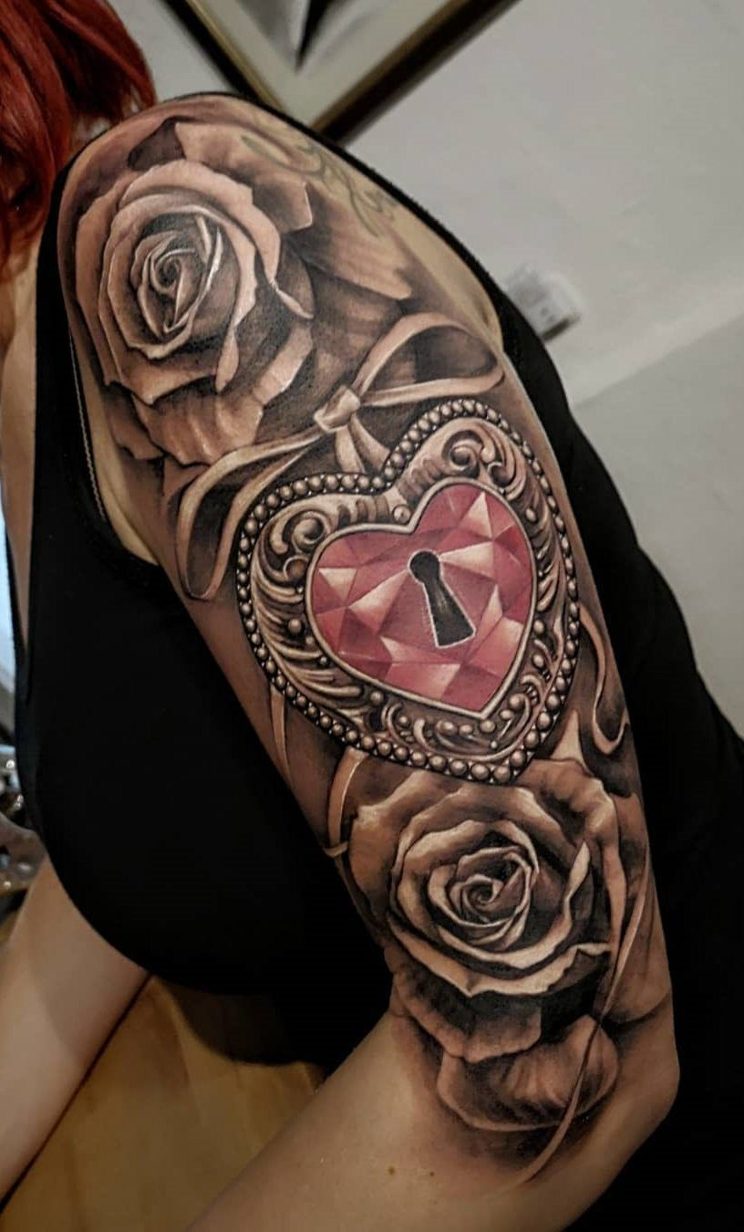 30 Tatuagens na parte superior do braço feminino
