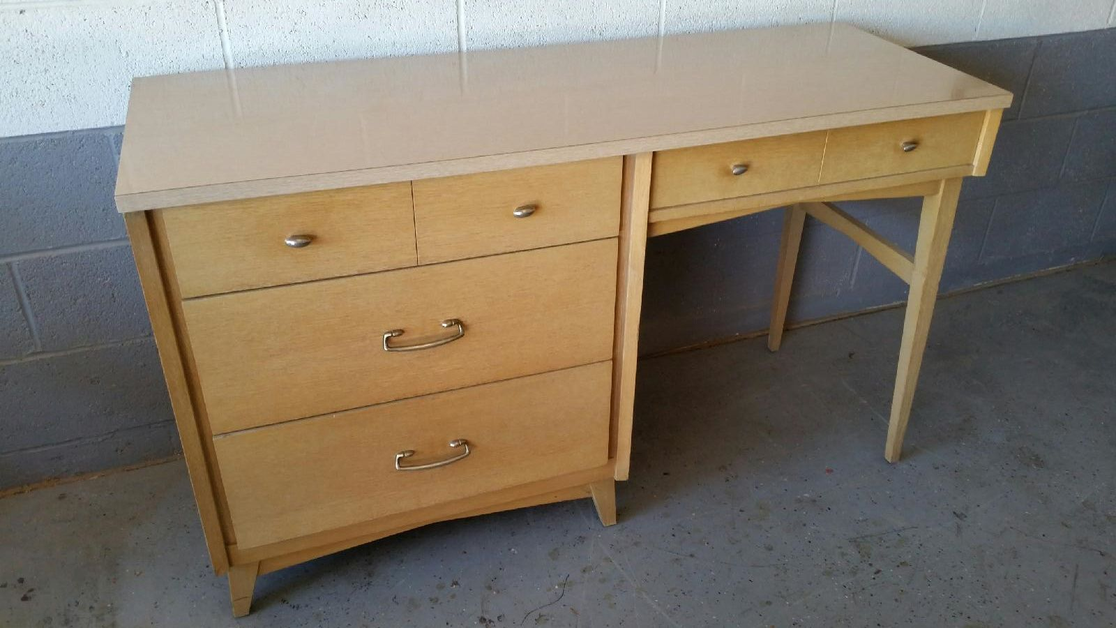 Awesome Blonde 1950u0027s Desk By Stanley Furniture.