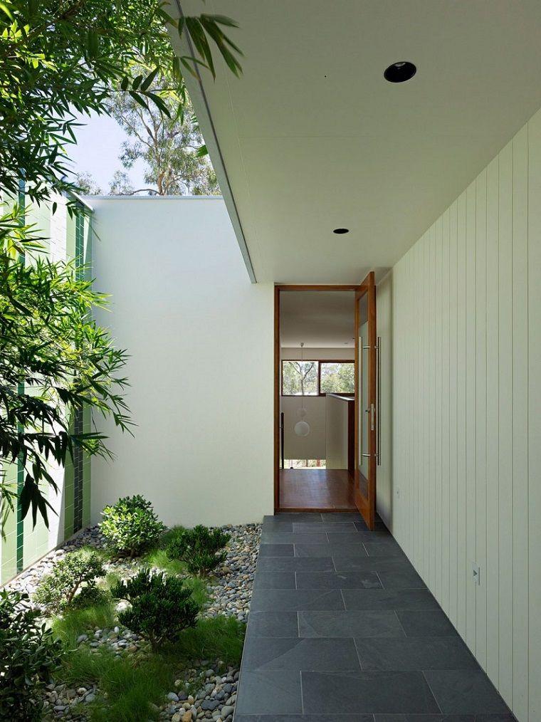 patios interiores pequeños con plantas CASAS CON JARDINES PEQUEÑOS