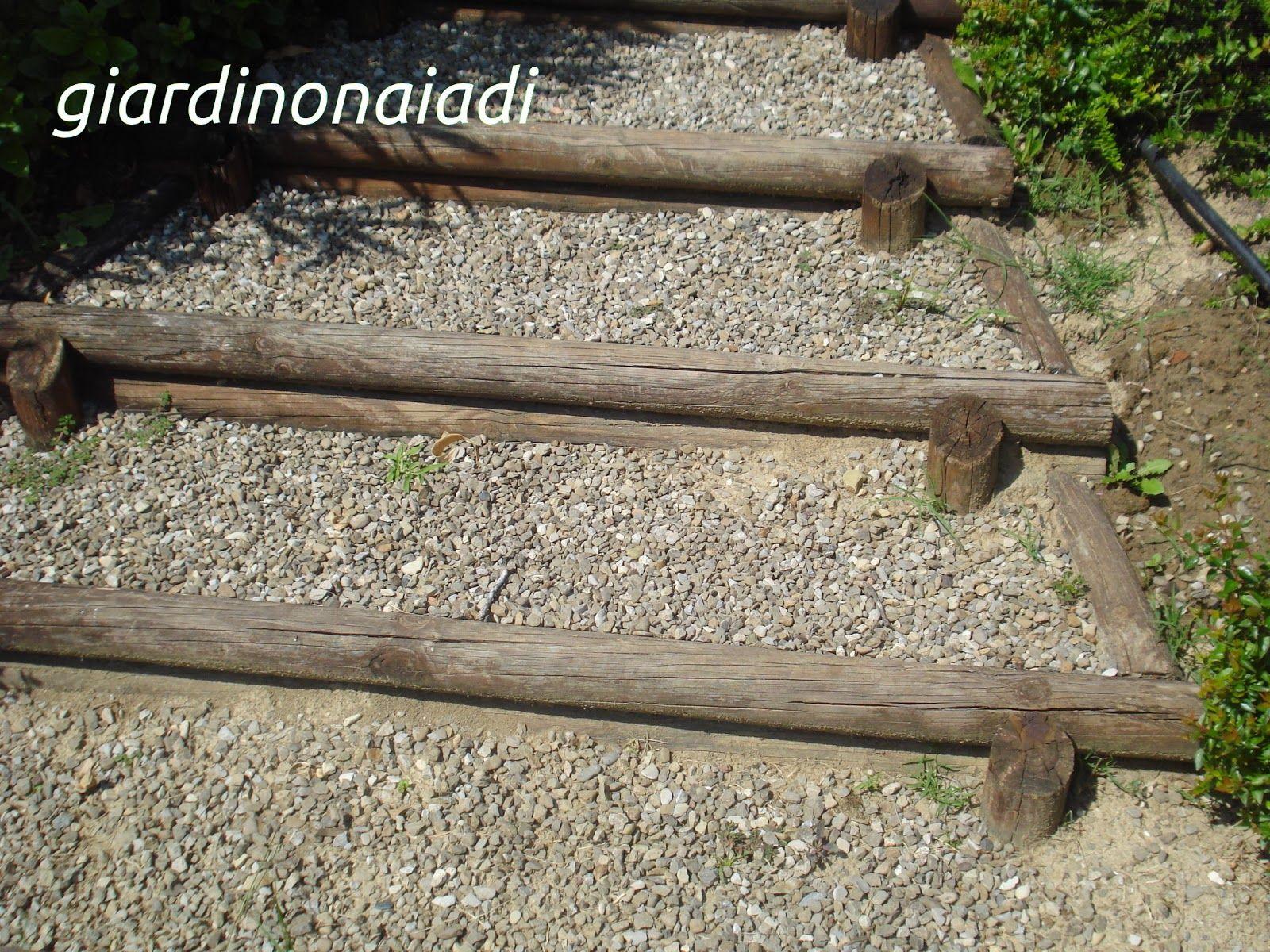 Bordi per gradini gradini informali di legno grezzo e for Bordi per giardino