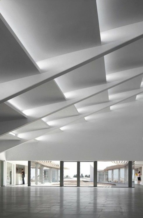 Amazing geometric #ceiling - #white #architecture