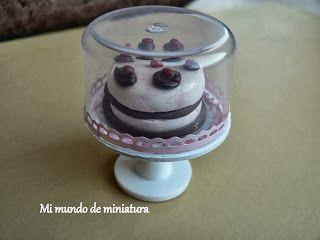 Mi mundo de miniatura: Expositor de tartas y quesera.