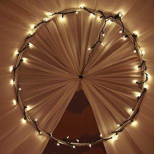 10 1 diy ideen wie du spielzeug wiederverwenden kannst baldachin lichterkette und spielzeug. Black Bedroom Furniture Sets. Home Design Ideas