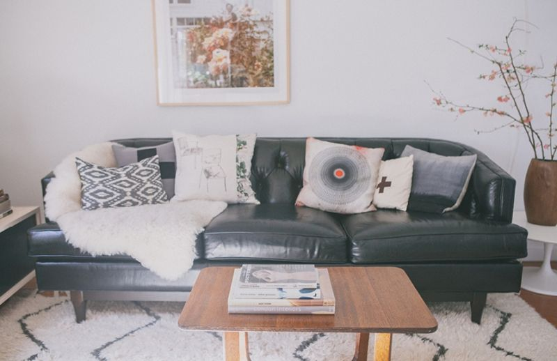 Victoria Smith Of Sfgirlbybay The Everygirl Black Leather Couch Couch Decor Leather Sofa