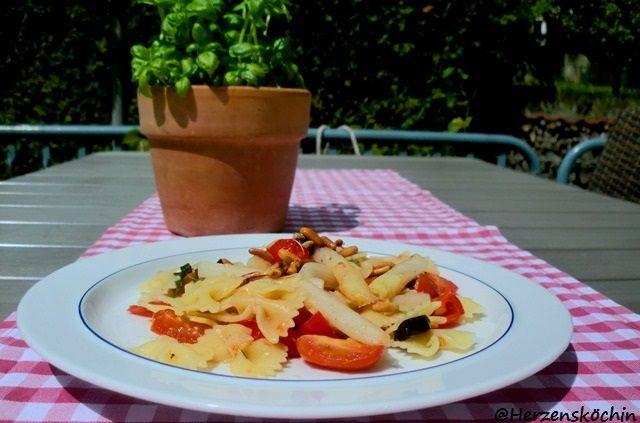 Pasta mit Spargel und Cocktailtomaten