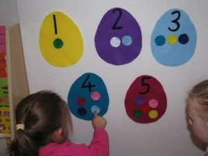 Maths activity matching the felt dots with the felt numbers on felt easter eggs